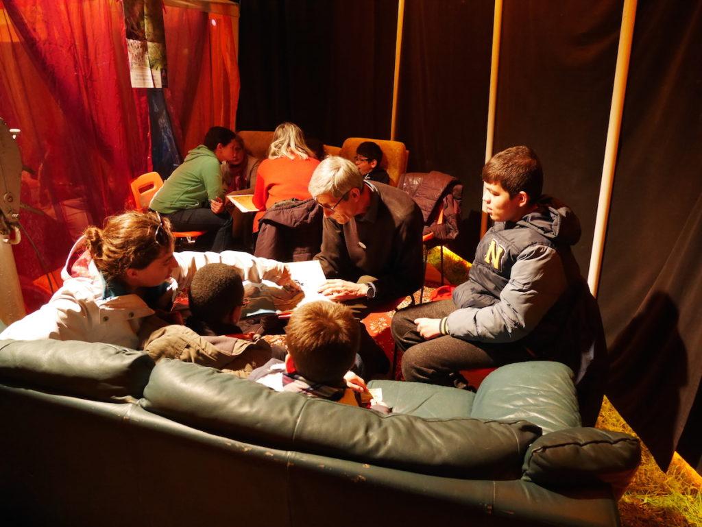 Activité lecture au Festisol à Châteaudun