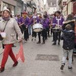 L'rchestre défile dans les rues de Chartres